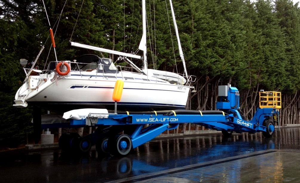 Haul out service at Van Isle Marina