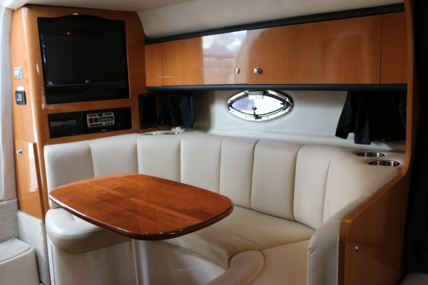 29' Chaparral 2008 interior