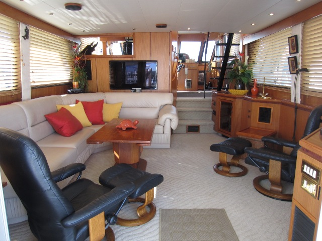 57' Tollycraft Walk Around PHMY 1996 interior lo res