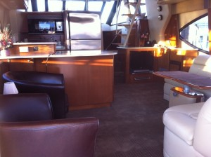 54' Meridian 540 Pilothouse inside