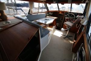32' Bayliner 3288 1990 interior