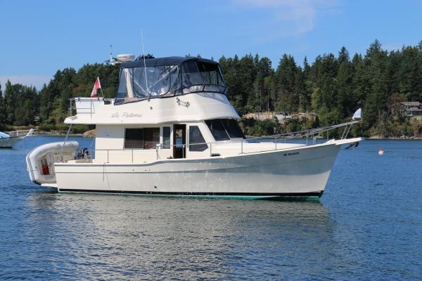 Mainship Trawler Exterior