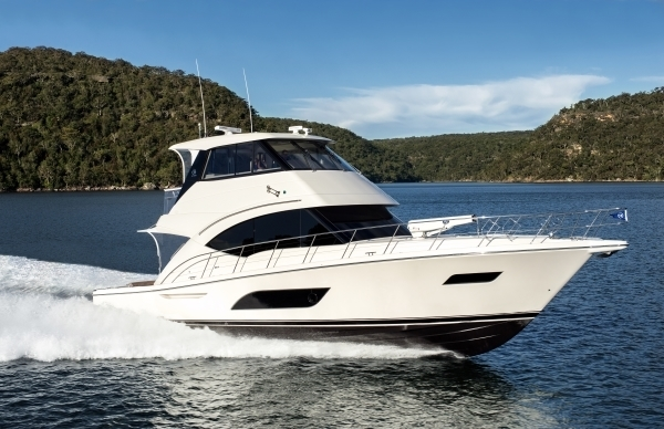 Riviera Enclosed Flybridge running