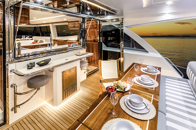 Riviera Sports Motor Yacht: Long Range and Luxurious - Van