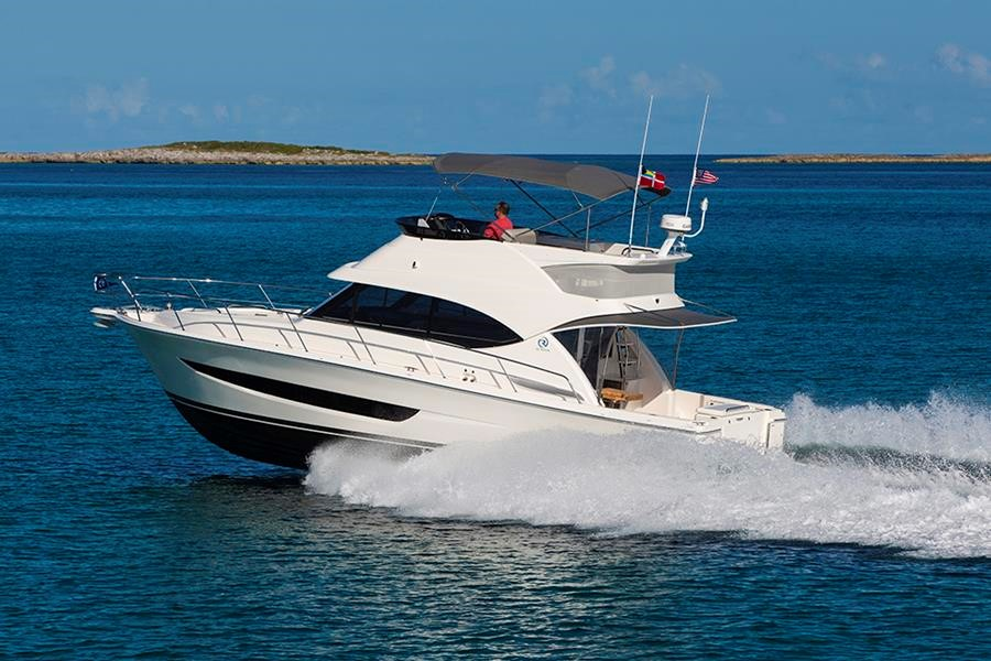 Miami International Boat Show Premiere - Riviera 39 Sports Motor Yacht