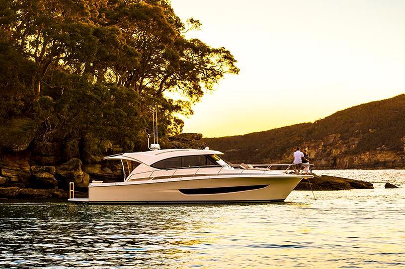 Miami International Boat Show Premiere - Riviera 395SUV