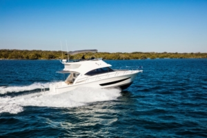Riviera 39 Sports Motor Yacht Running 01 (Medium)