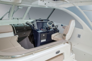 Pursuit Boats - OS385 cockpit